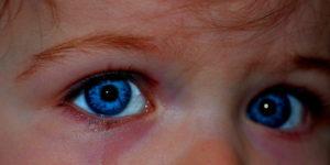 Příběhy zregresní terapie: Pochopení malého chlapce